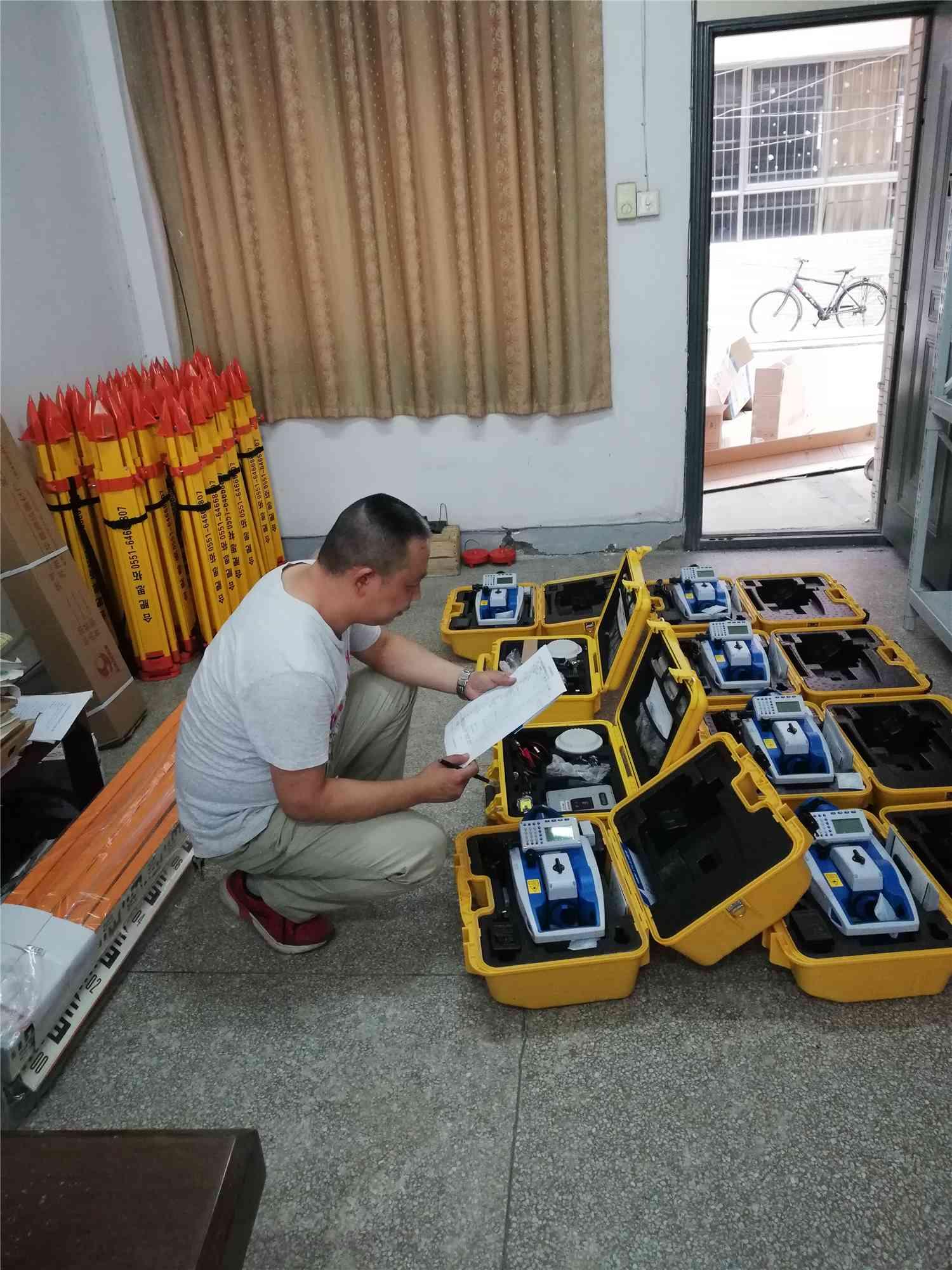 天宇测量仪器一批交货现场,助理安徽院校