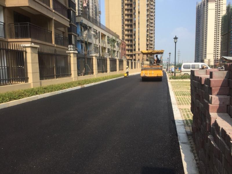 市政道路铺设�L刀化�橐坏懒谊�沥青路面