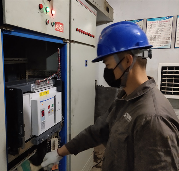 瀏陽天河紙業低壓配電室清掃