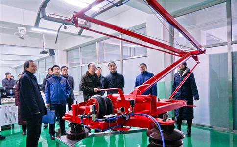 石家庄铁路职业技工学校把受电弓科研引入课堂
