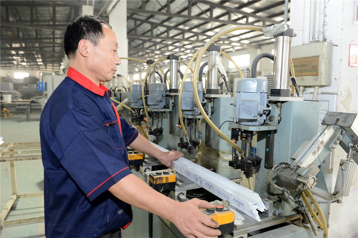 塑钢型材紧丝机1