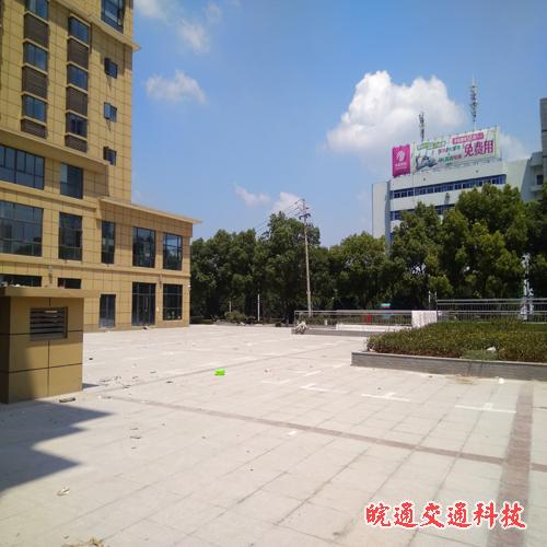 裕坤丽晶城小区停车位划线