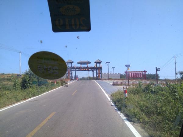 翼德小镇张浦郢道路标线施工