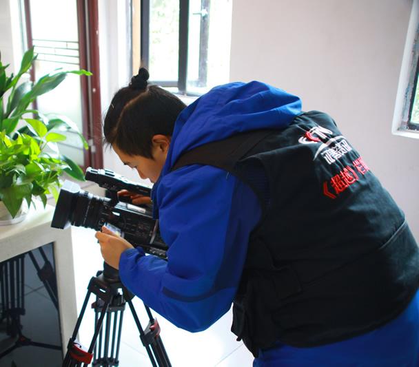 央视记者在星语众拍摄