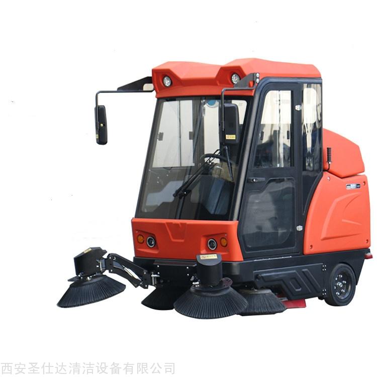 W1900伟顿驾驶式多功能道路清扫车
